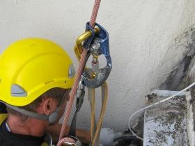 Travaux sur cordes remplacement d'éléments en fonte